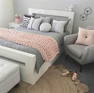 Plaid Jaune Et Gris : 1001 conseils et id es pour une chambre en rose et gris ~ Teatrodelosmanantiales.com Idées de Décoration