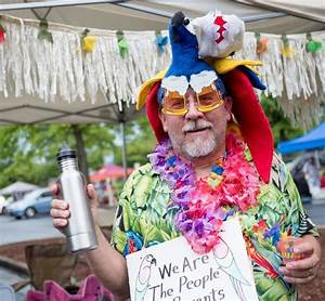 Paradise By The Dashboard Light Music Video Jimmy Buffett 39 S Parrotheads Turn Duluth Parking Lot Into