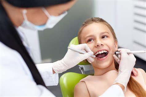 Vecāki reģionos ceļ trauksmi par valsts apmaksāta bērnu zobārsta nepieejamību