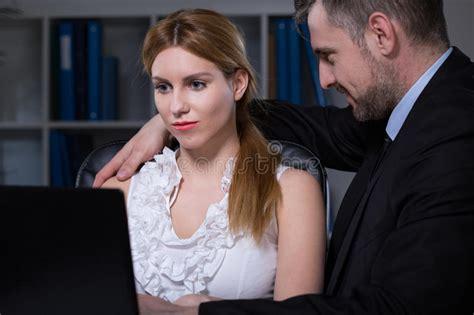 relation sexuelle au bureau relation sexuelle au travail image stock image du couleur inadéquat 52631945