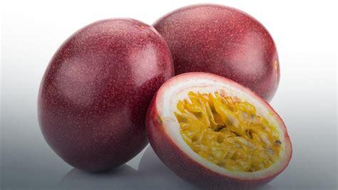 Marakuja (owoc passiflora, męczennica jadalna) - Jak jeść ...