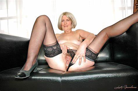 Mature Bank Dedicated To Mommy Stockings Pics
