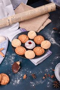 Tisch Und Teller : teller mit s igkeiten und keksen auf dem tisch kostenlose foto ~ Watch28wear.com Haus und Dekorationen