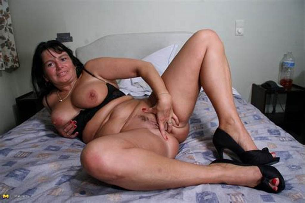 #Naughty #Mature #Slut #Playing #With #Her #Pussy