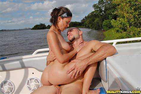 Large Tit Chick Assfucked By The Lake