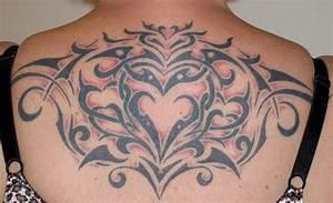 Frauen Rücken Tattoo : tribal stammes tattoos und die bedeutungen ~ Frokenaadalensverden.com Haus und Dekorationen