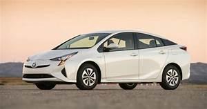 Toyota Prius Versions : 2016 toyota prius a sexier hybrid version a girls guide to cars ~ Medecine-chirurgie-esthetiques.com Avis de Voitures