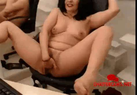 Romanian With Strong Boobs Masturbates On Cam