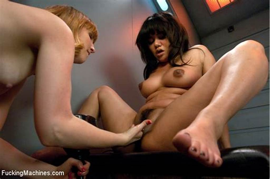 #Annie #Fists #Mallory #Until #She #Squirts #Machines #Fuck #Annie