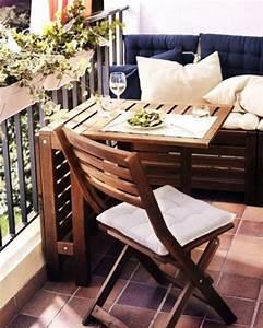 Bank Für Balkon : gem tliche sitzecke f r einen kleinen balkon balkon balkon balkon ideen und balkon gestalten ~ Eleganceandgraceweddings.com Haus und Dekorationen