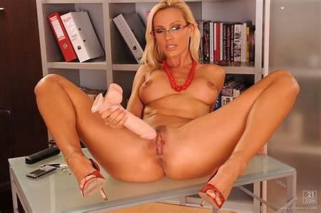 Teen Nude Secretary Model