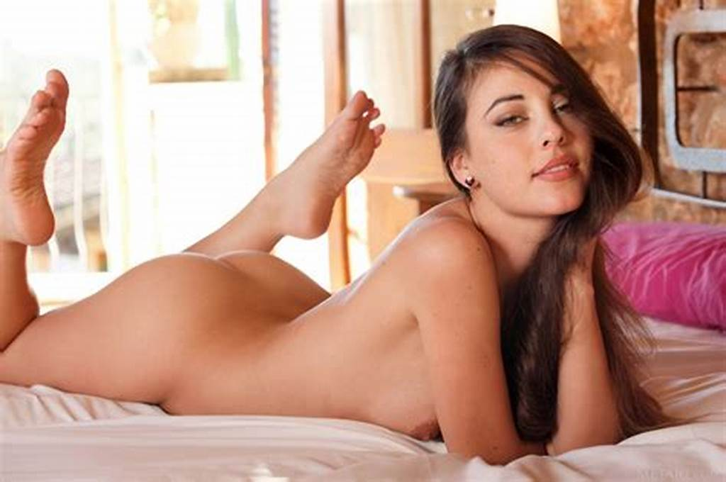 #Latina #Beauty #Lorena #Garcia #Posing #On #Bed