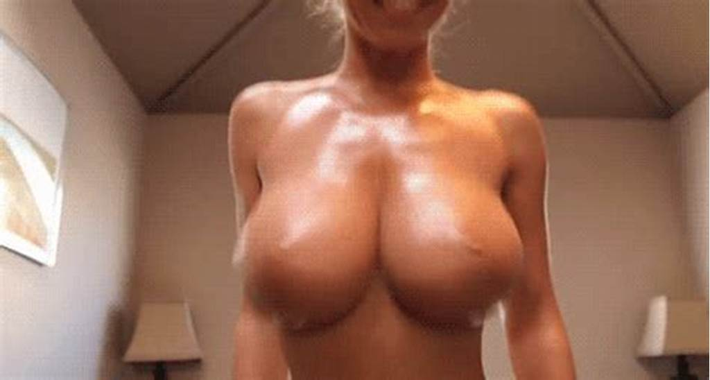#Bouncing #Boobs #Gif