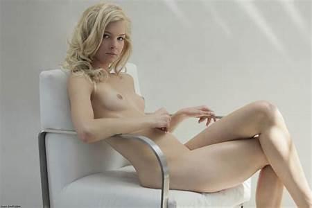 Francesca Teen Nude