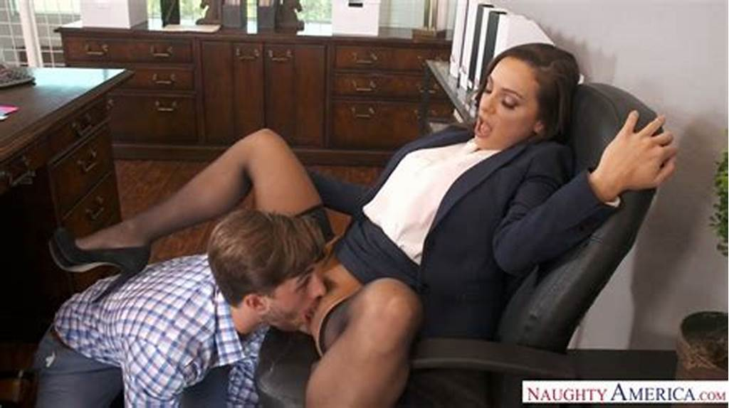#Attractive #Ladyboss #Abigail #Mac #Gets #Her #Pussy #Licked #And