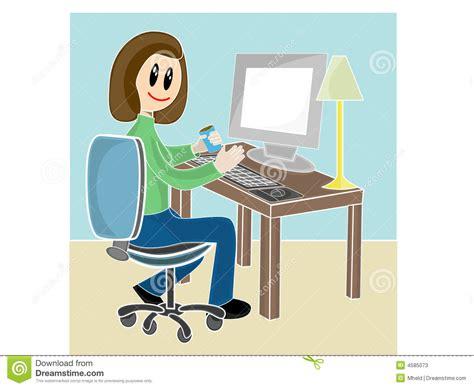 femme au bureau femme s 39 asseyant au bureau devant l 39 ordinateur