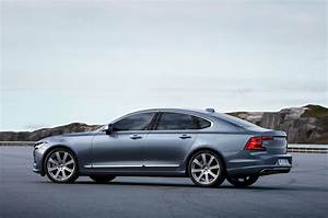 2017 Volvo S90 First Look Review