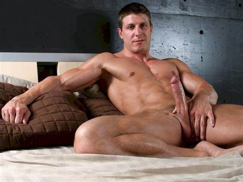 Hunk Fuck His Massive Penis Sucked By Guycreep