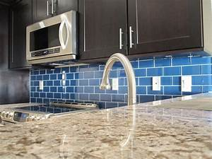 How to install a glass tile backsplash armchair builder for How to install glass subway tile backsplash in kitchen