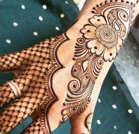 Henna merupakan salah satu tanaman tertua yang dimanfaatkan sebagai kosmetik dan tentu sangat aman digunakan. Paling Bagus 28+ Gambar Henna