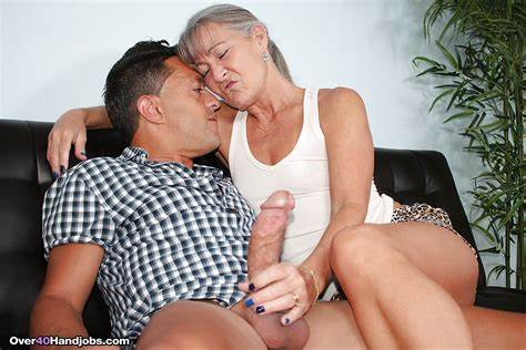 Cam Cougar Taking A Happy Ending Massage