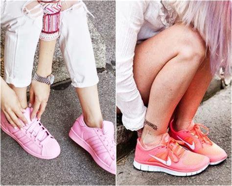 ให้มันเป็นสีชมพู! แฟชั่นรองเท้าผ้าใบสีชมพูหวานๆ น่าร๊ากกก ...