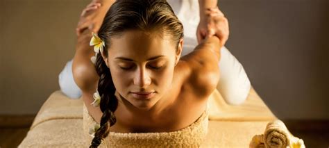 Relax Your Upper Body with a Back and Shoulder Massage ...