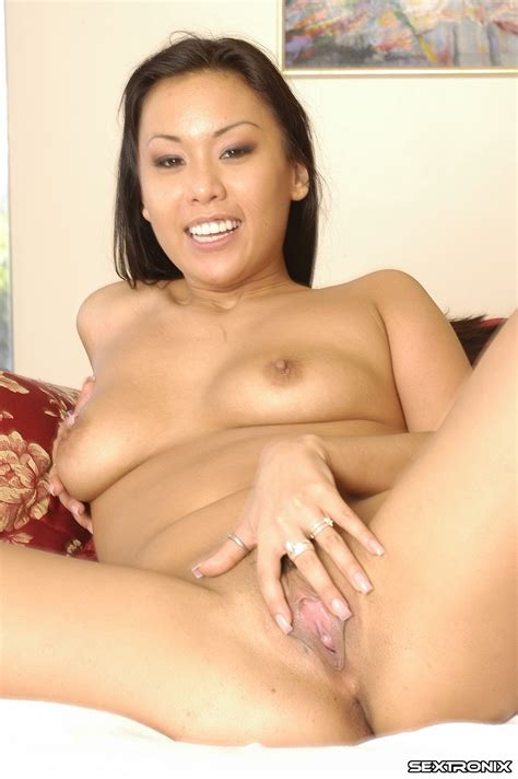 <a href='http://www.asianpornexposed.net/asian-porn-exposed-avena-lee-free-pictures/'' target='_blank'> Asian Porn Exposed - Avena Lee Free Pictures</a>