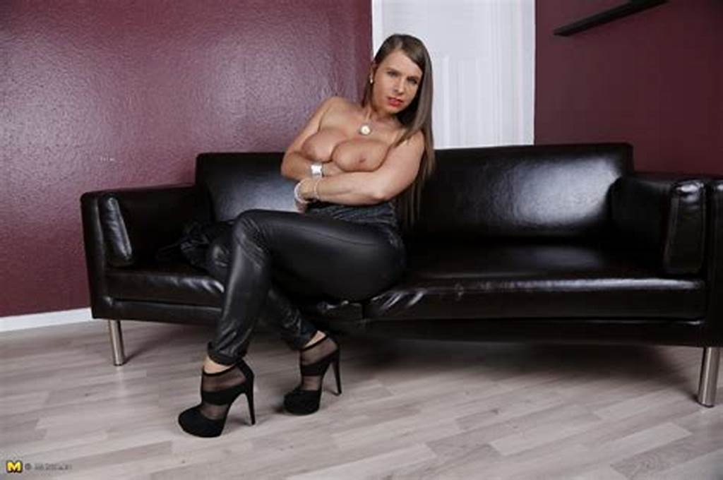 #Hot #Milf #Ass #Dazzles #In #Skintight #Black #Leather #Pants