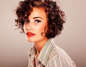 Coupe De Cheveux Bouclés Femme : coupe courte cheveux boucl s 49 ondulations de style ~ Nature-et-papiers.com Idées de Décoration