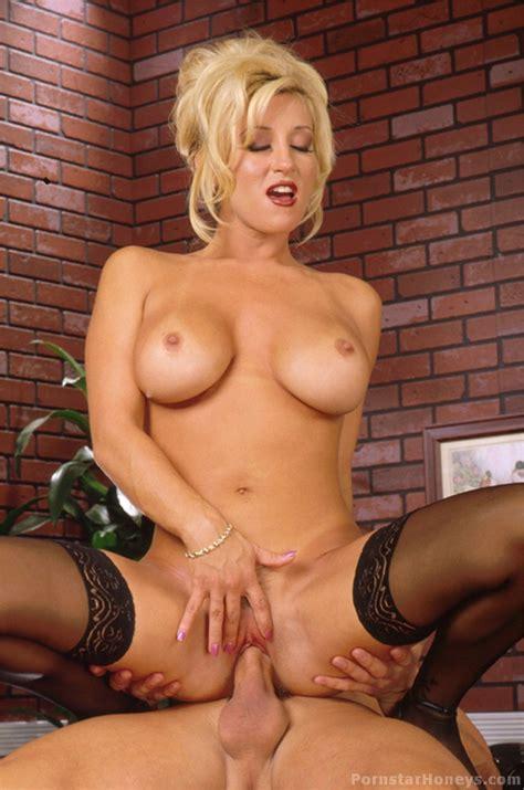<a href='http://www.oldtimepornstars.com/photos/jill-kelly-hardcore/index.php'' target='_blank'> Jill Kelly Hardcore Sex, Pornstar Legends, classic porn pics</a>