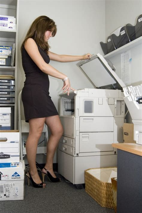toute nue au bureau la femme dans le monde des informaticiens