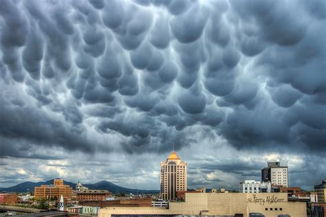 Image result for Mammatus Clouds   Mammatus clouds, Clouds ...