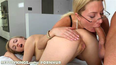 Actress Bisexual Stepmother And Her Younger Mommiesmommie Bang Model