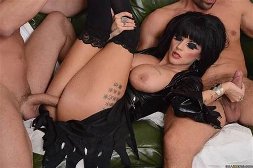 Brazzers Soaked In Latex Jenna Foxx #Joslyn #James #Busty #Goth #Babe #Gets #Double #Penetrated #In