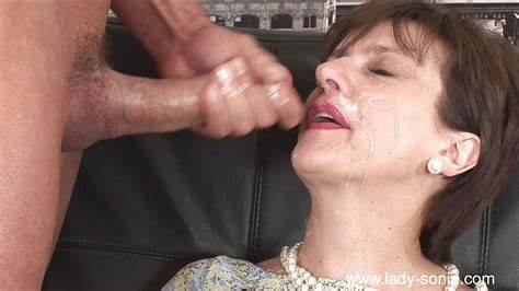 Blindfolded Stepsister Is Gets A Prick In Her Mouth