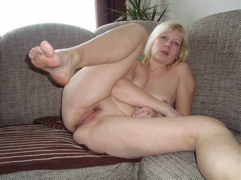 Thick Mature Woman Takes Long Dick In All Her Holes