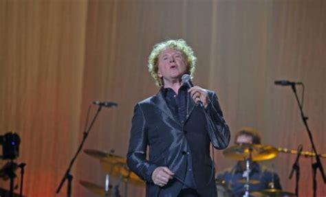 Foto: 'Simply Red' Rīgā sniedz sirdi aizkustinošu koncertu ...