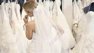 A bride39s guide to wedding dress fabrics for Magasin de robe de cocktail paris