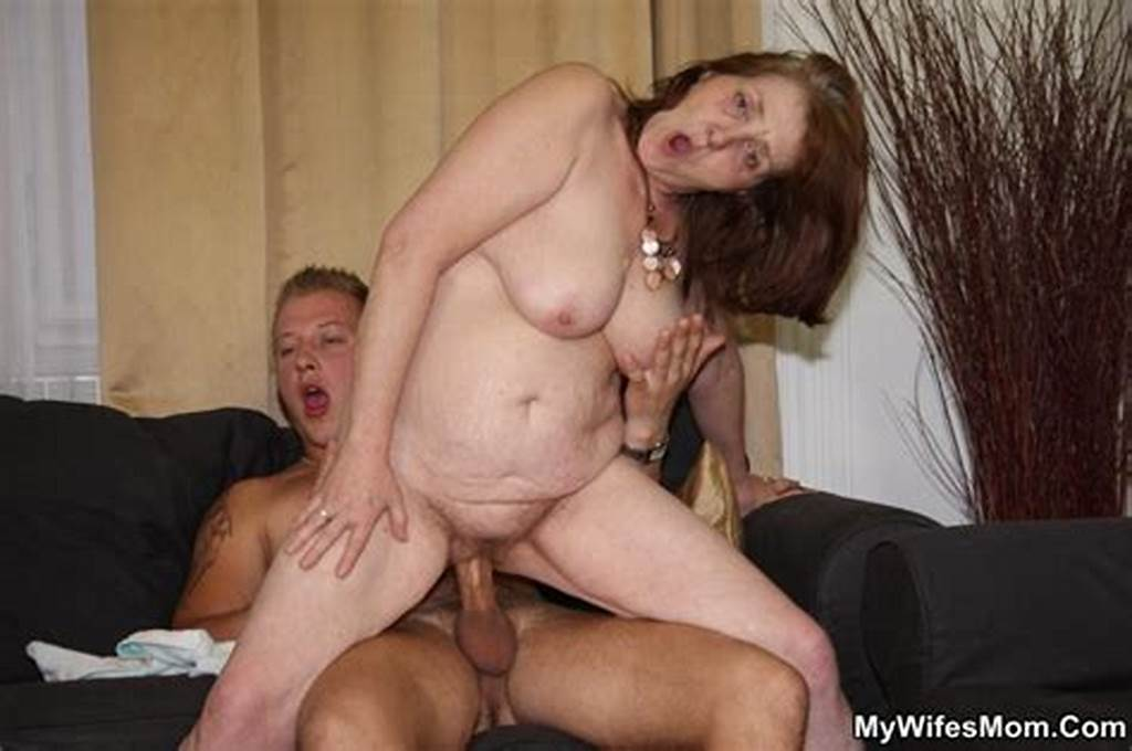 #Very #Surprised #Chick #Finds #Her #Mom #Mouthful