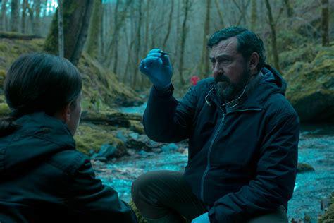 Allá, los personajes fabulosos de los bosques y los espectros de un pasado. EL GUARDIÁN INVISIBLE fotos - Web de cine fantástico, terror y ciencia ficción